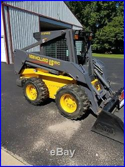 New holland skid steer LS180 Excellent contention, 800 hours